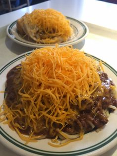 The Food Hussy!: Restaurant Review: Dixie Chili - Newport KY