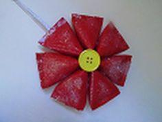 """En este video te comparto como hacer una """"Noche buena"""" reciclada, utilizando simples tubos de papel higiénico, que hermosa para decorar tu arbolito en esta navidad!    Contacto/negocios/prensa: mtereza88@gmail.com  Facebook: http://www.facebook.com/floritereOficial  Blog: http://elblogdefloritere.blogspot.com/   Twitter: @fLoRiTeRe   La musica es:  -No..."""