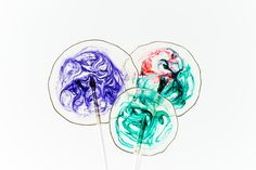 Making your own crystal clear candy homemade lollipops with fun & colorful swirls is quick & easy. Perfect for birthdays, weddings & other whimsical events. Clear Lollipop Recipe, Lollipop Candy, Candy Sprinkles, Lollipop Sticks, Flavored Alcohol, Alcohol Recipes, Triple Sec, Homemade Lollipops, Lolly Cake