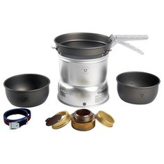 Stove comes with 2 saucepans in ultralight hard anodized aluminum, L and L, hard anodized fry pan, and an aluminum windshield. Choose kit with either Trangia spirit burner or gas burner. Trangia Stove, Robots For Sale, Clean Stove Burners, Cooking Classes Nyc, Cooking Blogs, Cooking Fails, Cooking Pork Chops, Cooking Bacon, Koken