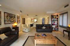 Spacious Apartment For Sale in The Golden Mile, Marbella