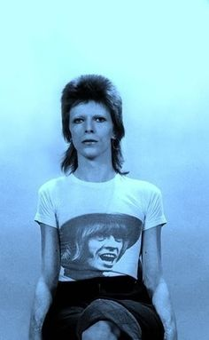 men David Bowie wearing a Brian Jones T-Shirt. Angela Bowie, David Bowie, Anthony Kiedis, Lauryn Hill, Muse, Carl Jung, Freddie Mercury, Duncan Jones, Ziggy Played Guitar
