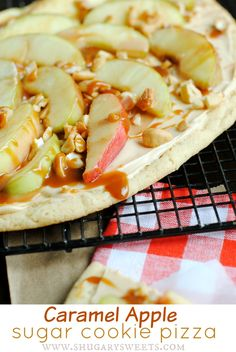Caramel Apple Sugar Cookie Pizza: and easy delicious dessert recipe! Caramel Apple Sugar Cookie Pizza: and easy delicious dessert recipe! Healthy Recipes, Best Dessert Recipes, Sweet Recipes, Delicious Desserts, Cooking Recipes, Yummy Food, Party Recipes, Pizza Recipes, Sugar Cookie Pizza