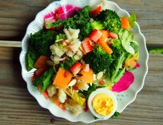 2 Cups Romaine 1/4 Cup Steamed Broccoli (leftovers :) 1/4 Cup Steamed Cauliflower (leftovers:)  1 Medium Strawberry Sliced 2 Medium Chunks Cantaloupe sliced  1/2 Cup Cottage Cheese (Pile Salad On Top) 1 Tbsp Sliced Almonds 1/2 Boiled Egg