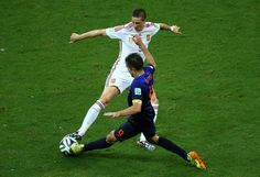 Fernando Torres of Spain and Robin van Persie of the Netherlands battle for the ball during the 2014 FIFA World Cup Brazil Group B match between Spain and Netherlands at Arena Fonte Nova on June 13, 2014 in Salvador, Brazil.