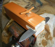 Knife making vise