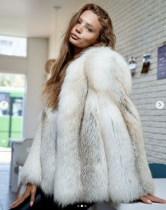 Fox Fur Coat, Fur Coats, Fur Coat Fashion, Fur Bomber, Fur Blanket, Great Women, White Fur, Coats For Women, Dame