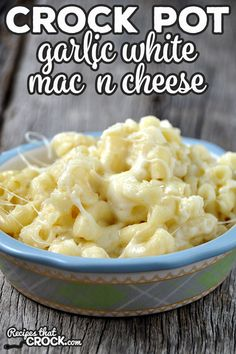 This Crock Pot Garlic White Mac 'n Cheese takes an classic side dish and kicks it up a notch! It is sure to please even your picky eaters! Crock Mac And Cheese, Garlic Mac And Cheese Recipe, Crockpot Mac N Cheese Recipe, White Mac And Cheese, Recipes With Mozzarella Cheese, Gluten Free Mac And Cheese, Cheddar Mac And Cheese, Cheese Recipes, Mac Cheese