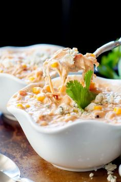 Not only is this Slow Cooker Creamy Buffalo Chicken Chili the best version ever, but it is ridiculously easy to throw together. Slow Cooker Recipes, Crockpot Recipes, Soup Recipes, Chicken Recipes, Dinner Recipes, Cooking Recipes, Cooking Chili, Chicken Soup, Chicken Zucchini