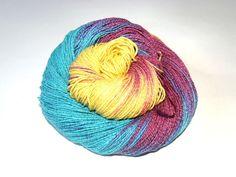 Handgesponnen & -gefärbt - Sockenwolle mit Baumwolle und Seide handgefärbt - ein Designerstück von Wollrad bei DaWanda