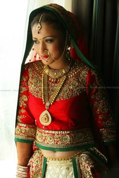 Nothing is prettier than a bride in traditional gold jewellery.