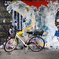 This one is my #favourite !! #Italian #backstreet #style #bicycle #graffiti