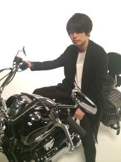 [Alexandros]、白井眞輝とバイク