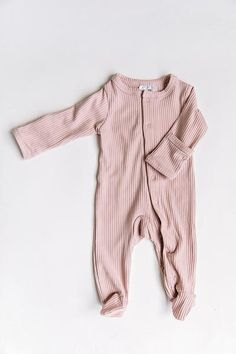 Baby Pajamas continue to make your young one homely for slumber and sleeping snuggles! Buy your favored style, like footie pajamas and comfy pajama units. Baby Girl Pajamas, Cute Baby Pictures, Cute Baby Clothes, Modern Baby Clothes, Baby Outfits, Baby Girl Fashion, Baby Month By Month, One Piece, Design