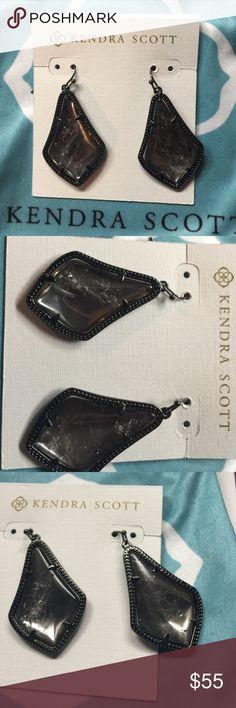 Kendra Scott Alex Earrings Gorgeous Kendra Scott Alex earrings in rock mirror crystal. Worn a few times, no tarnish. Comes with dustbag Kendra Scott Jewelry Earrings