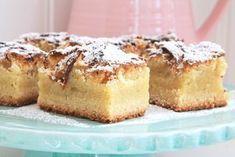 En riktigt god äppelkaka och receptet tror jag kommer från min mormor från början, och hon kan baka må ni tro. Vet inte om jag nämnt det tidigare men jag har världens coolaste morföräldrar ♥ på riktigt…. de är 77 år- och så pigga och glada. Och de är helt klart världens tuffaste … Läs mer Apple Pie Cake, Cookie Cake Pie, Danish Dessert, Danish Food, Köstliche Desserts, Delicious Desserts, Dessert Recipes, Apple Recipes, Fall Recipes