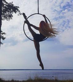 """989 Likes, 13 Comments - Ekaterina Vaytkina (@vyatkinaekaterina) on Instagram: """"Распустила волосы и ноги можно не дотягивать #mypolecamp @poledancecamp #трюкотвяткиной…"""""""