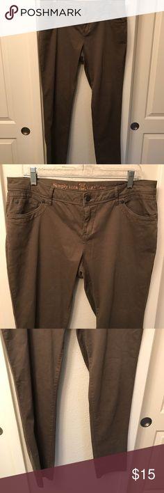 "Simply Vera skinny trousers sz 14 dark green pants Like new!  Waist: 36"" Inseam: 30.5"" Rise: 10.25"" Simply Vera Vera Wang Pants Skinny"