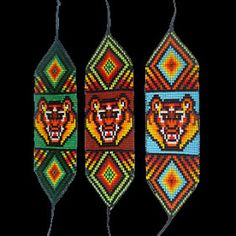 ARTESANIAS ¨¨* KIMZA*¨¨: MANILLAS EN MOSTACILLA Bead Loom Designs, Bead Loom Patterns, Beading Patterns, Seed Beads, Hama Beads, Bead Loom Bracelets, Loom Beading, Bead Art, Bead Weaving