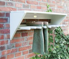 Muurlaarzenrek wit - Esschert Design kopen? - Woonwebwinkel LiL.nl Walking Boots, Wellies Boots, Shoe Boots, Organisation Hacks, Garage Organization, Organizing Tips, Organising, Fallen Fruits, Blue Timberland Boots