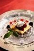 Rote Früchte auf Gebäck mit Picandou-Ziegenkäse und Heidelbeer-Konfitüre | For me online Germany