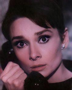 Audrey Hepburn Charade, Audrey Hepburn Makeup, Audrey Hepburn Quotes, Audrey Hepburn Style, Holly Golightly, Clean Makeup, Eye Art, Makeup Looks, Most Beautiful