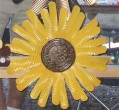 Tin Can Sunflower für den Garten - Upcycled Crafts Tin Can Art, Soda Can Art, Tin Art, Upcycled Crafts, Recycled Art, Repurposed, Soda Can Flowers, Tin Flowers, Aluminum Can Crafts