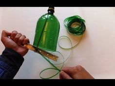 there are English subtitles - plastic bottle rope making string from a plastic… Plastic Bottle Cutter, Reuse Plastic Bottles, Plastic Bottle Flowers, Plastic Bottle Crafts, Recycled Bottles, Recycled Crafts, Bottle Cutting, Diy Inspiration, Pet Bottle