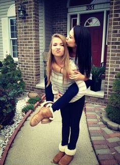 I am so going to do this pic with my bff!!
