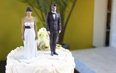 Make wedding toppings of yourself with a 3D scanner and printer.