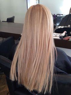 Light Blonde Hair, Honey Blonde Hair, Blonde Hair Looks, Strawberry Blonde Hair, Light Hair, Warm Blonde, Carmel Blonde Hair, Blonde Hair Care, Sandy Blonde