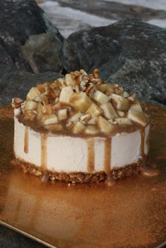 Sweetly Raw: Raw Caramel Apple Cheesecake..this is a great blog. she uses no white sugar, all vegan. Worth it for Thanksgiving.