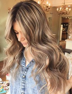 hand holding a strand of curled, long hair with middle parting, medium brown hair with blonde highlights, on girl wearing a denim shirt Golden Brown Hair, Medium Brown Hair, Light Brown Hair, Balayage Hair Blonde Medium, Brown Blonde Hair, Brunette Hair, Dark Blonde, Brown Hair Shades, Brown Hair Colors
