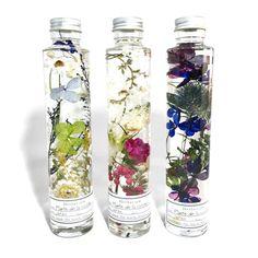 Plante de la cuisine powered by BASE Flower Prints, Flower Art, Flower Bottle, New Business Ideas, Candle Accessories, Splish Splash, Diy Candles, Galaxy, Amazing Flowers