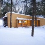 Completed in 2011 in St-Lin--Laurentides, Canada. Images by Francis Pelletier. Mostly dedicated to the enjoyment of Quebec's winter, La Luge is a secondary home lying in the midst of the forest. Luge, Cabin Design, House Design, Modern Cottage, Design Firms, Quebec, Architecture Design, Shed, Canada