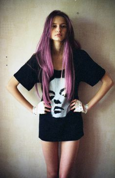 i want purple hair :(