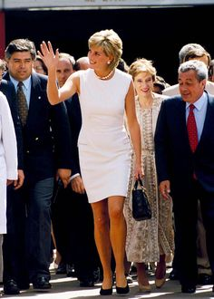 November 23, 1995: Princess Diana visits the National Service of Rehabilitation in Argentina.