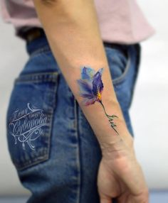 What does violet flower tattoo mean? We have violet flower tattoo ideas, designs, symbolism and we explain the meaning behind the tattoo. Bild Tattoos, Love Tattoos, Beautiful Tattoos, Body Art Tattoos, Floral Tattoo Design, Flower Tattoo Designs, Tattoo Designs For Women, Violet Flower Tattoos, Violet Tattoo