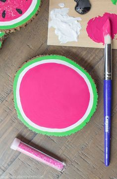 Wooden Watermelon Coasters - Young At Heart Mommy Cute Crafts, Crafts For Kids, Arts And Crafts, Diy Crafts, Wood Slice Crafts, Wooden Crafts, Ty Dye, Summer Table Decorations, Watermelon Crafts