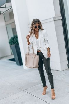 casual outfits for winter ; casual outfits for work ; casual outfits for women ; casual outfits for school ; Summer Work Outfits, Casual Work Outfits, Mode Outfits, Work Casual, Fashion Outfits, Work Attire, Summer Business Casual Outfits, Casual Interview Outfits, Smart Casual Jeans Outfit