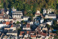 France, Île-de-France, Val-d'Oise (95), La Roche-Guyon, labellisé Les Plus Beaux Villages de France (vue aérienne) // France, Ile-de-France, Val-d'Oise (95), La Roche-Guyon, labeled The Most Beautiful Villages of France (aerial view)