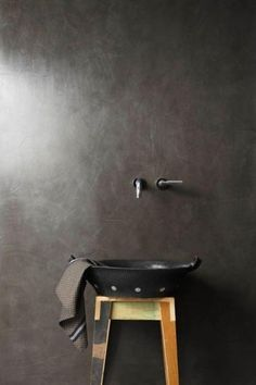 Earthcote paint from South Africa. Pic: Palermo is a resin-based stucco finished with Earthcote Wall Wax to create a super-polished look, since specialized wall finishes are such a focal point right now. Stucco Finishes, Wall Finishes, Minimalist Bathroom, Modern Bathroom, Bathroom Interior, Design Bathroom, Bathroom Inspiration, Interior Inspiration, Venetian Plaster Walls