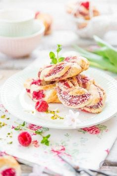 """Himbeer-Kokos Kringel - Das Küchengeflüster - Himbeer-Kokos Kringel """"Himbeer-Kokos Kringel You are in the right place about trends shoes Here - Bread Recipes, Vegan Recipes, Easy Recipes, Short Bread, Rice Recipes For Dinner, Rice Milk, Evening Meals, Eating Plans, Food Items"""