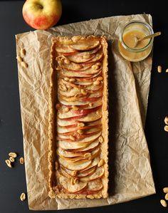 Apfel-Salzkaramell-Tarte mit Erdnüssen - - Tartes, Pies und Tartelettes - Apple and salted caramel tart with peanuts – Health Smoothie Recipes, Healthy Dessert Recipes, Health Desserts, Snack Recipes, Health Foods, Baking Desserts, Pie Recipes, Tarte Caramel, Salted Caramel Tart