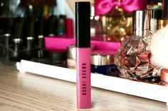 Don't feel like you can pull off a bright summer pink lip? No biggie girl. That's what gloss is for! I know everyone isn't super comfortable slipping on a poppin' pink lipstick so this Pink Wednesday's feature is just for you. Bobbi Brown has a beautifully perky Hot Pink Lip Gloss to help you rock a bright pink lip this summer in a more subtle, laid-back way 💋💕