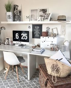 Home-Office mit Style! Small Office Decor, Home Office Decor, Home Decor, Office Table, Office Workspace, Office Ideas, Tumbler Room Decor, Tumblr Rooms, Home Office Design
