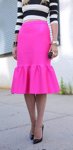 I would prefer a hot pink pencil skirt,, love this outfit Pink Fashion, Fashion Beauty, Womens Fashion, Karen Walker, Looks Style, Style Me, Mode Chic, Street Style, Comfy Casual