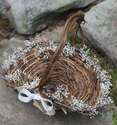 Niña de las flores canasta rústica por MichelesCottage en Etsy