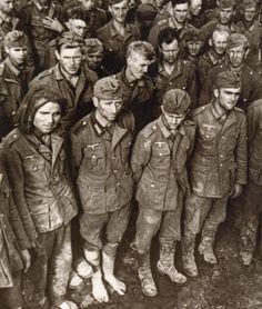 :  Удрученные пленные немцы в Белоруссии в июле 1944 года.