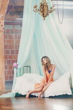 Love the simplicity of this boudoir set. Very elegant!